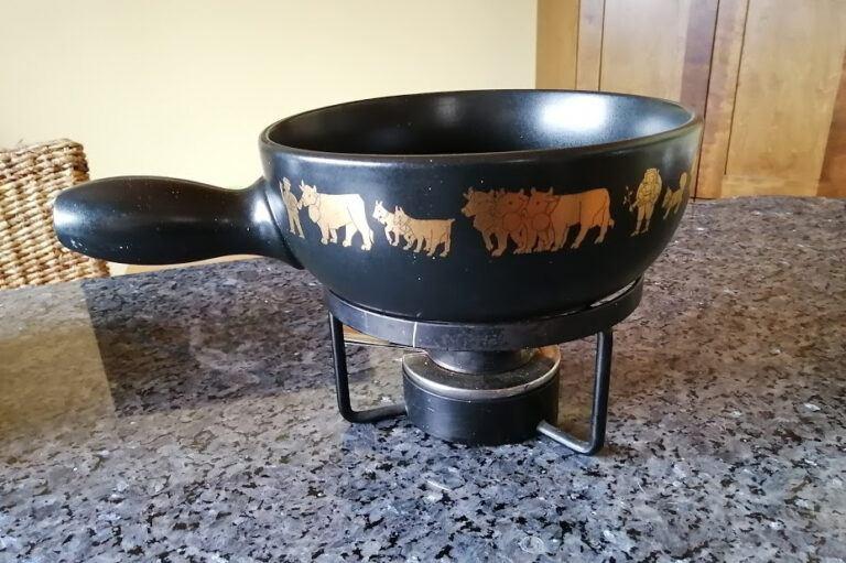 Swiss cheese fondue - Traditional Fondue Pot